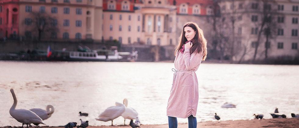 Teplákové šaty v něžně růžové se stříbrnou nití