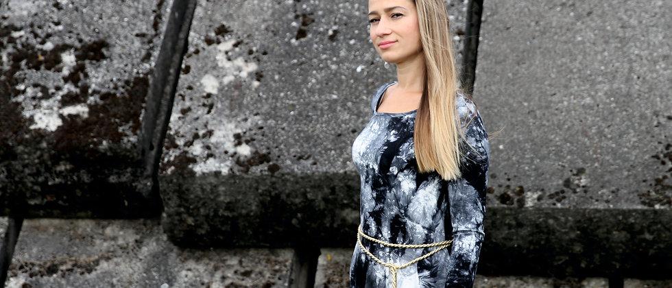 Šaty s volánem černá batika