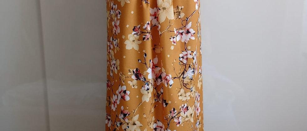 Letní šaty s hedvábným leskem hořčicové