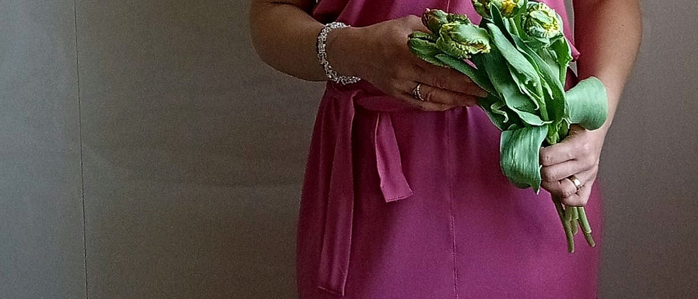 Úpletové šaty Pinky se stuhou na zádech