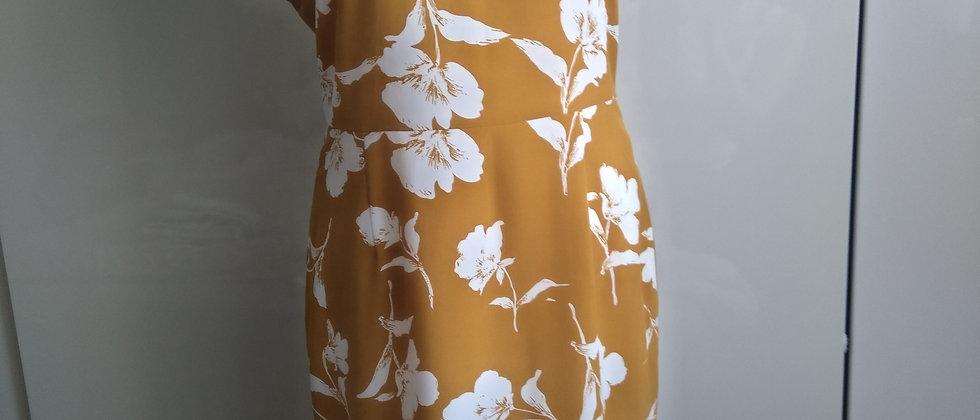 Hořčičné šaty s bílými květy