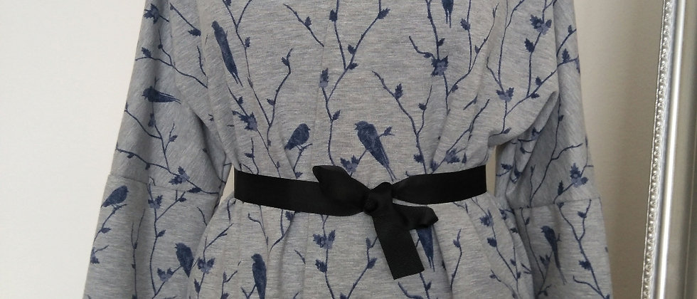 Šedé kimono s ptáčky