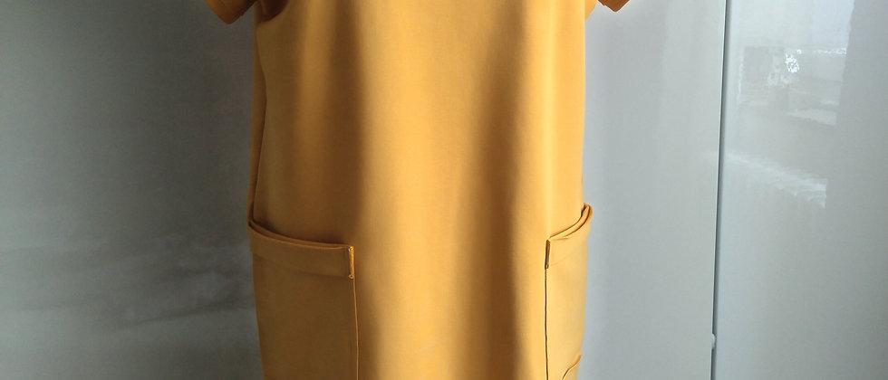 Teplákové šaty s nakládanými kapsami Hořčice