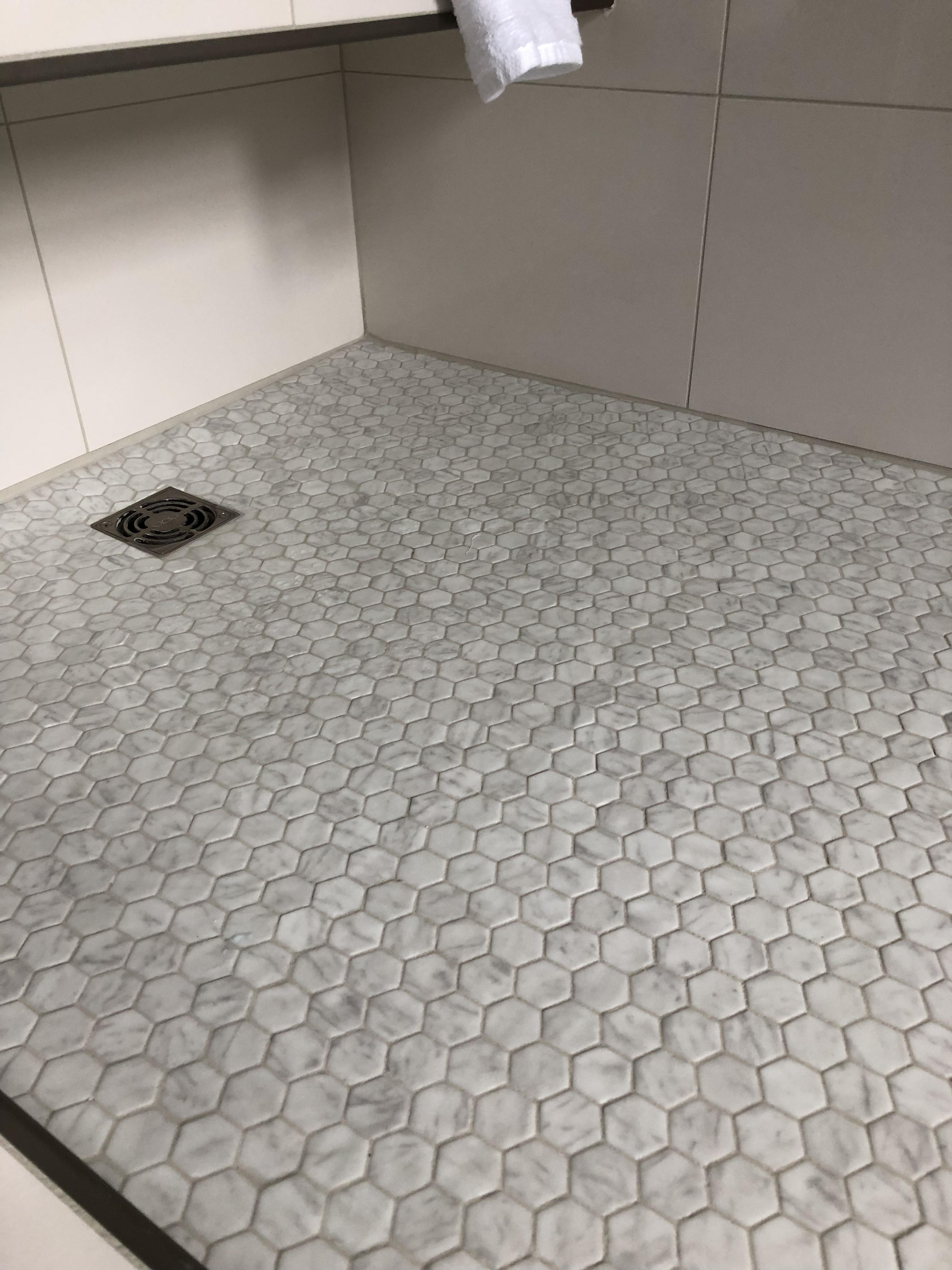 hexagone marbre fond de douche