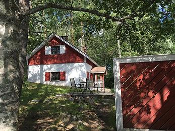 Linkkumylly sijaitsee Mäntyharjussa Sarkaveden rannalla ja tarjoaa majoitusta, kahvilapalveluja ja järjestää erilaisia taidenäyttelyitä.