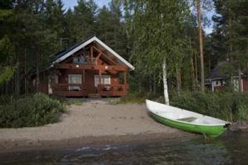 Lomakeskus Tommolansalmi tarjoaa majoituspalveluja Mäntyharjussa Korpijärven rannalla legendaarisen Tommolan suurlavan välittömässä läheisyydessä