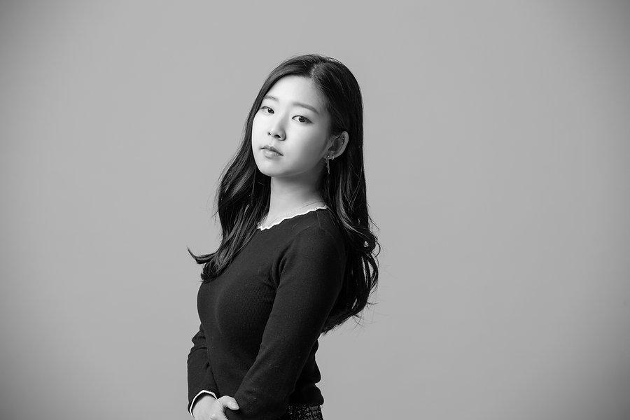 김민경작가프로필.jpg