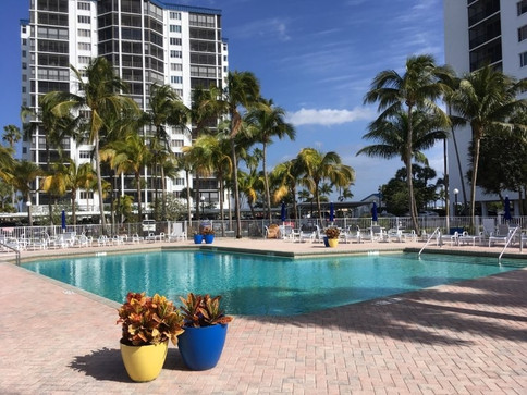 OH_amenities_xtra_large_salt_water_pool.