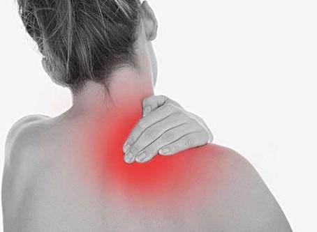 Pourquoi l'épaule et le cou sont-ils raides et douloureux en été