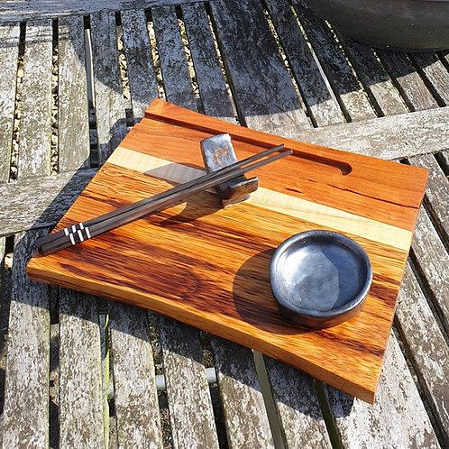 Sushiplank voor 1 persoon (met chopsticks, sojasaus schoteltje en houder)