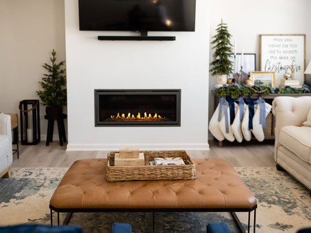 ELEMENTS FOR CREATING THE PERFECT HOLIDAY MANTEL