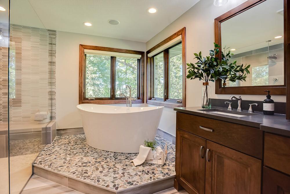 Master bathroom Elevated Tub