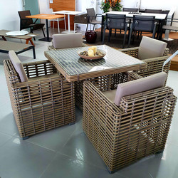Castries dining set