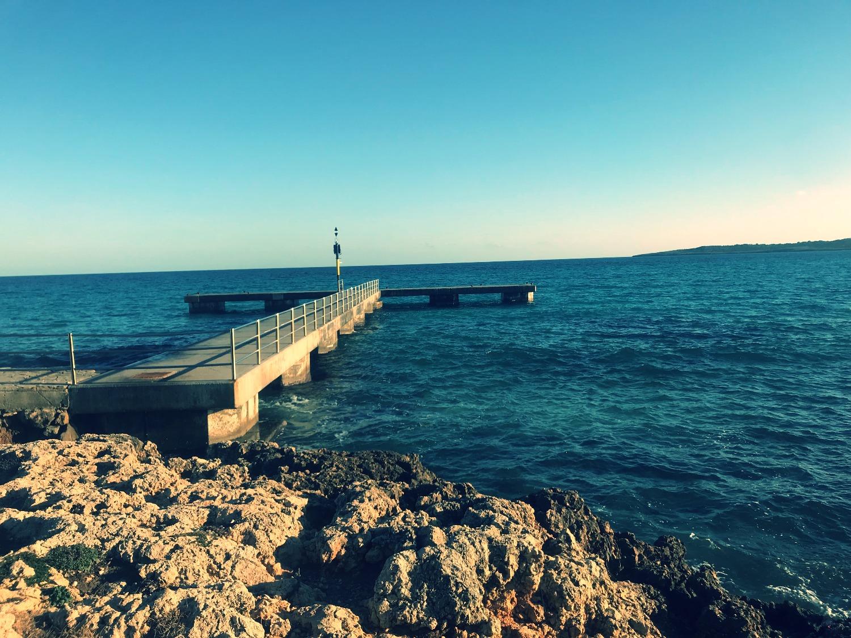 Yoga auf dem Steg von Cala Millor