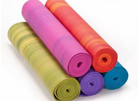 Auf der Suche nach passendem Yoga Equipment