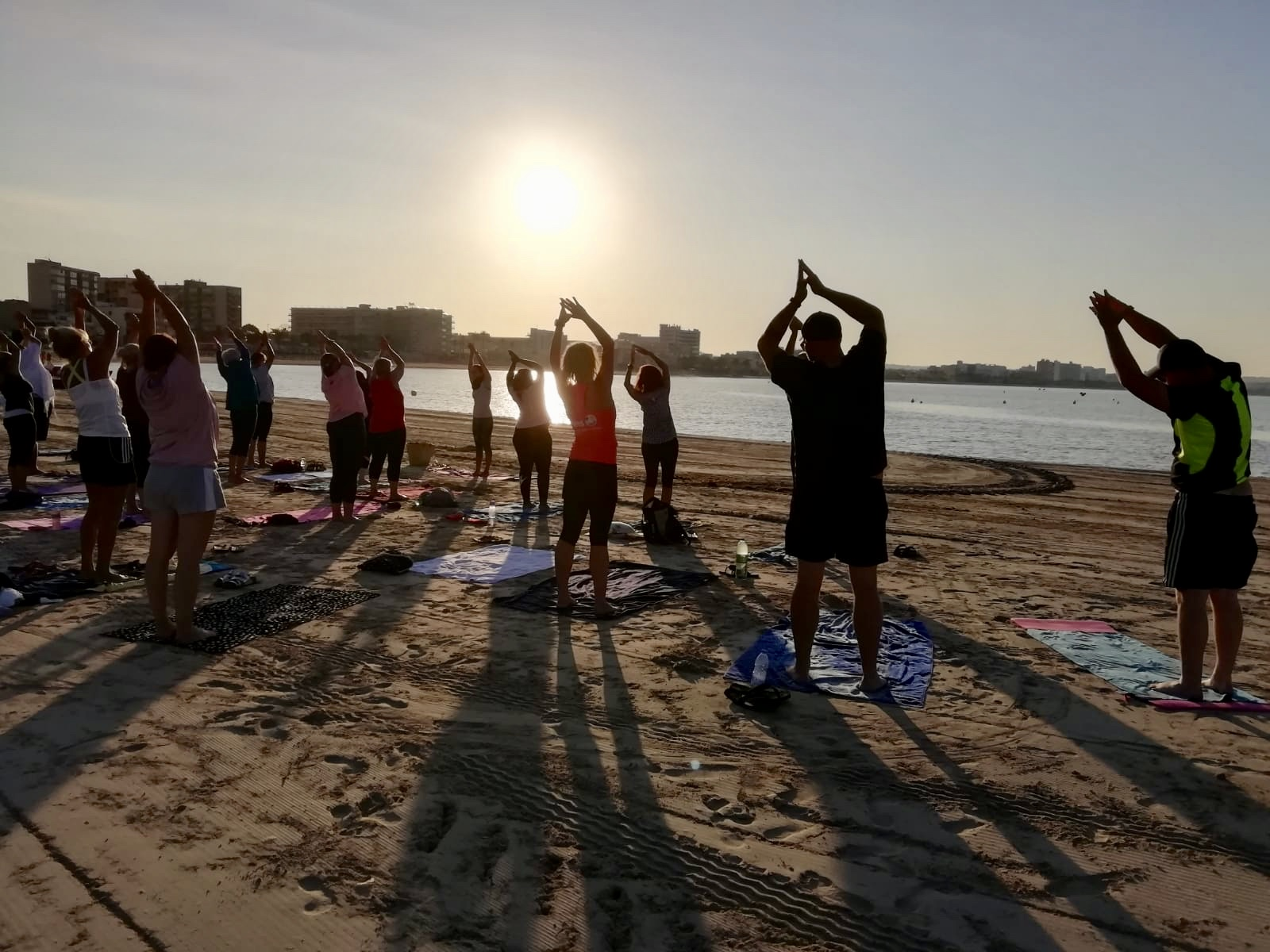 YOGA to go business beach