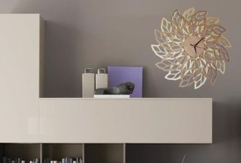 Leafs wall clock on a living room
