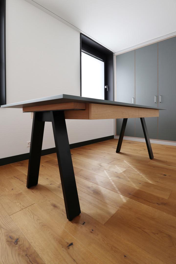 diWOHN Bastelschrank und Tisch