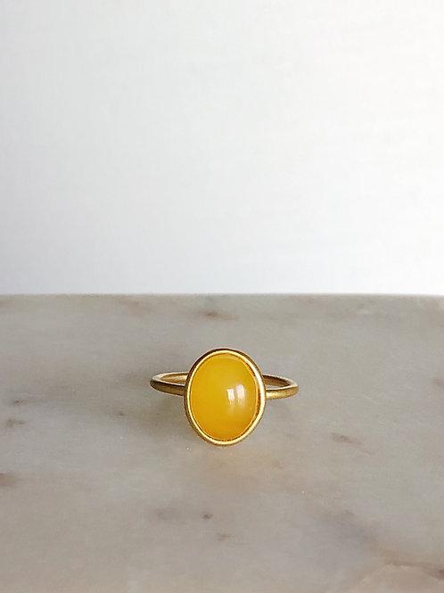 Позолоченное кольцо с янтарем , размер 16,5