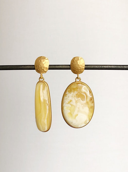 Асимметричные серьги с янтарем