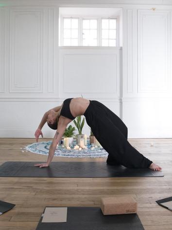 em yoga-12.jpg