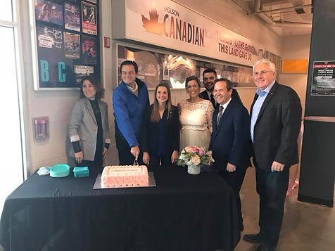 Simcoe County Bridal Show - cake cutting