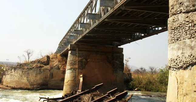 Ponte no rio Keve - Angola