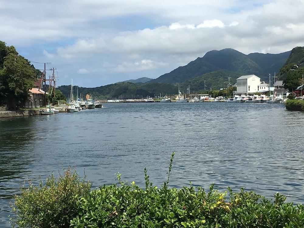 敷地の目の前は入り江になっていて素晴らしい景観