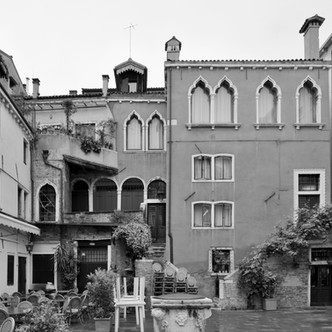 HYPERVENEZIA : le Venice Urban Photo Project de Mario Peliti au Palazzo Grassi