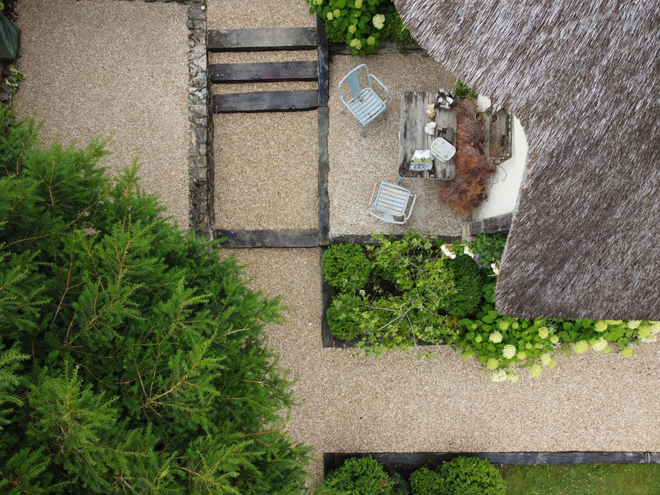 Création, aménagement et entretiens de parcs et jardins. A votre écoute pour le bien-être de votre environnement!   06 77 13 78 77