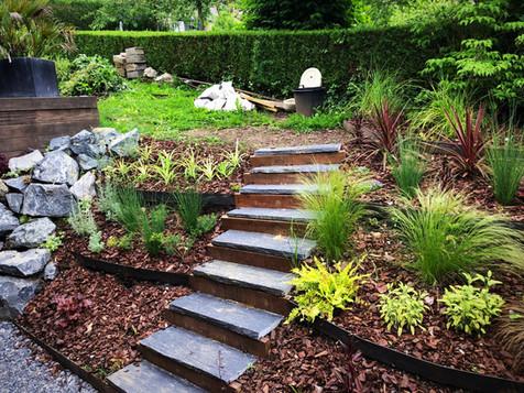 Aménagement paysager - Bassin et plantations.  Création, aménagement et entretiens de parcs et jardins. A votre écoute pour le bien-être de votre environnement!   06 77 13 78 77