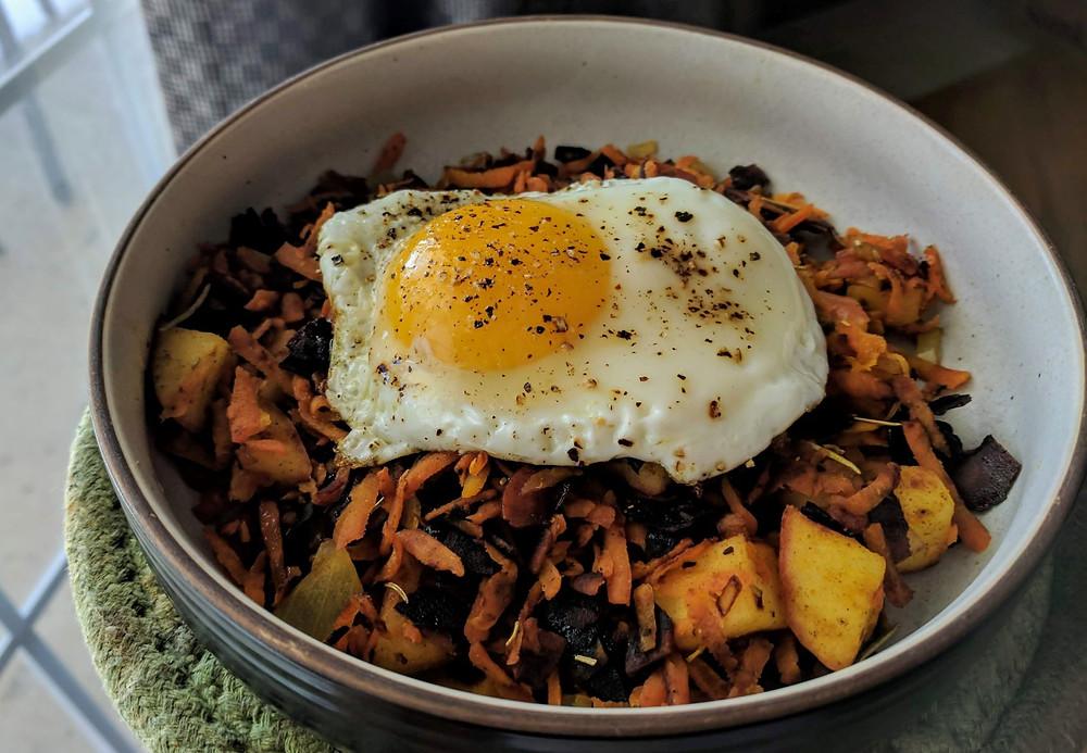 """Carrot, Apple & Coconut """"Bacon"""" Breakfast Bowl"""