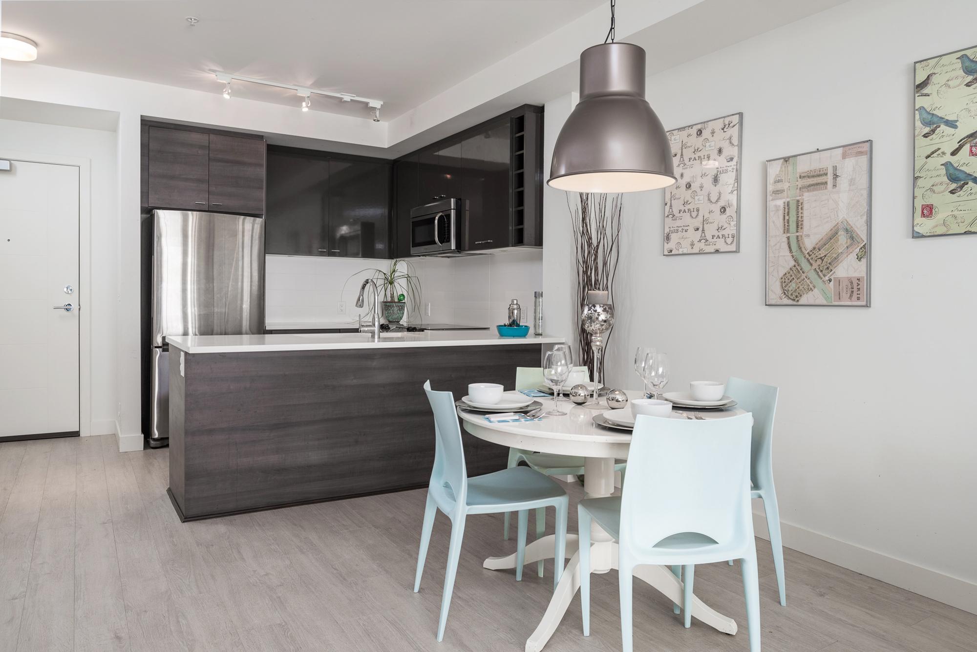 Dining room 13931 Fraser Hwy, Surrey