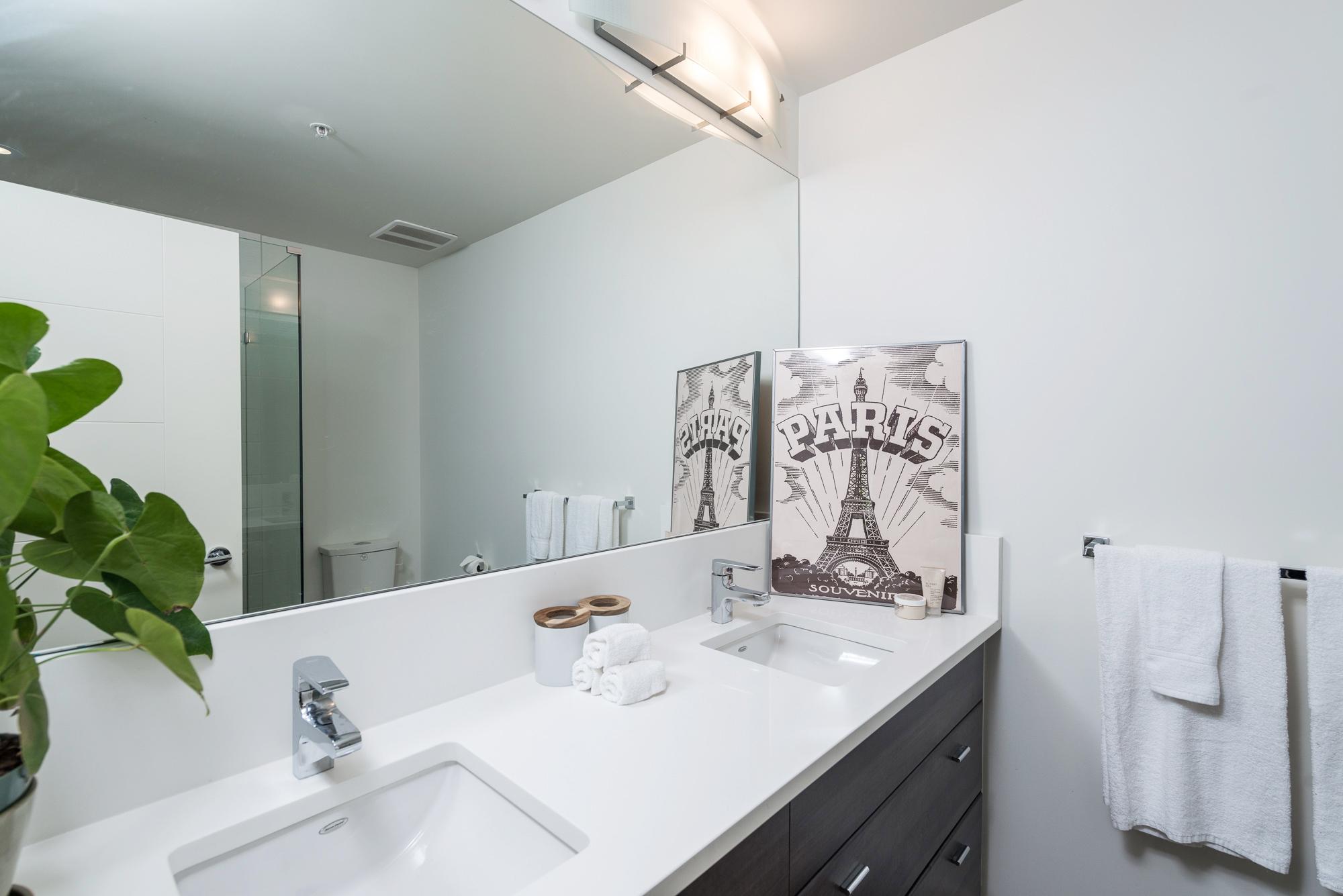 Master Bathroom 13931 Fraser Hwy, Surrey