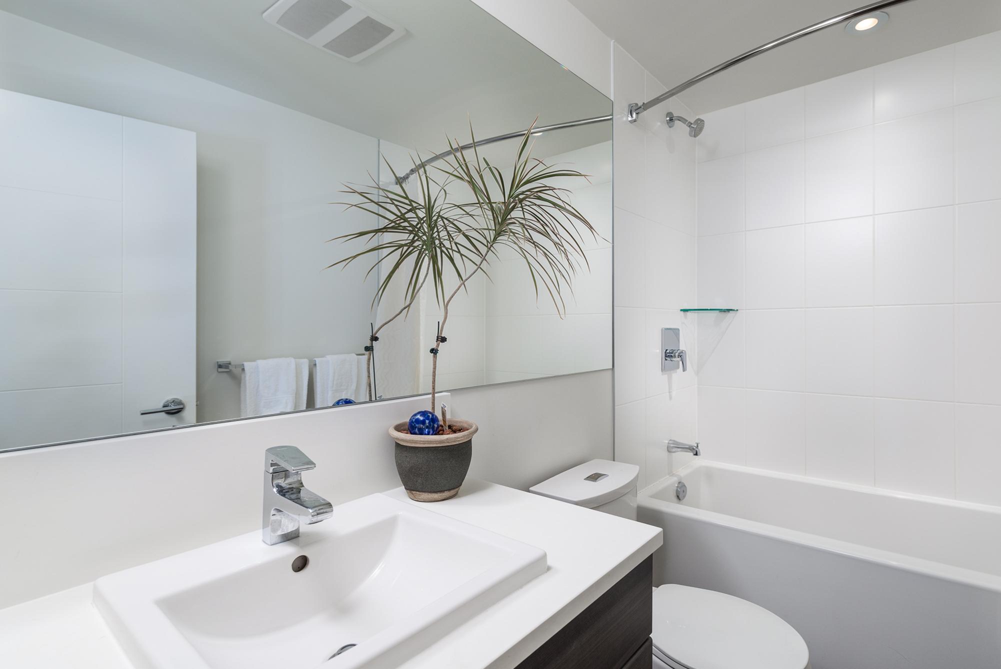2nd Bathroom 13931 Fraser Hwy, Surrey