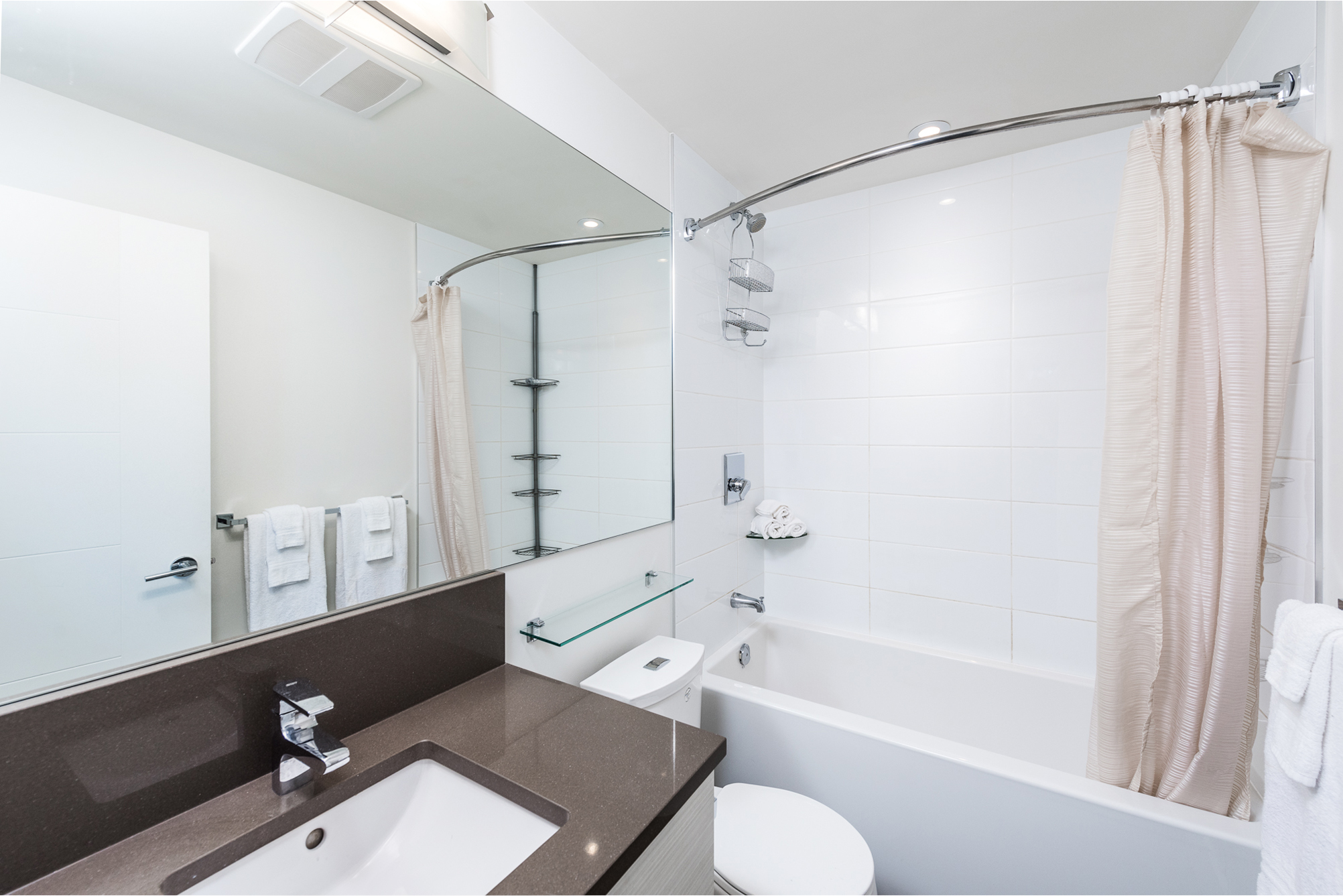 13919 Fraser Hwy, Surrey Main Bath