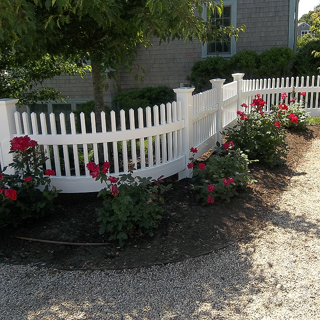Colonial Picket With Radias Rail