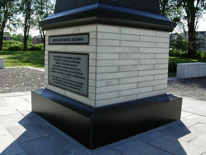 Gravure au jet de sable, monument de l'Institut universitaire en santé mentale de Québec