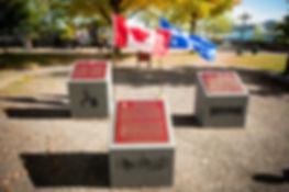 Gravure au jet de sable et insertion de plaques de bronze, parc Montmorency