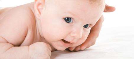 Com estimular el desenvolupament motor del nens/es mes a mes