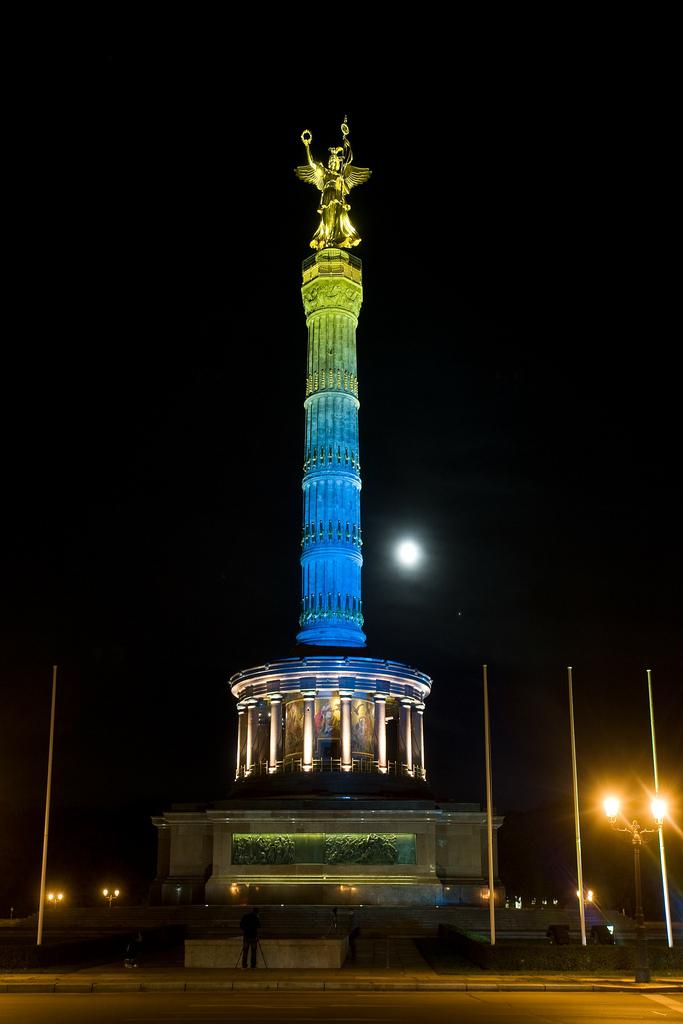 Освещение памятника