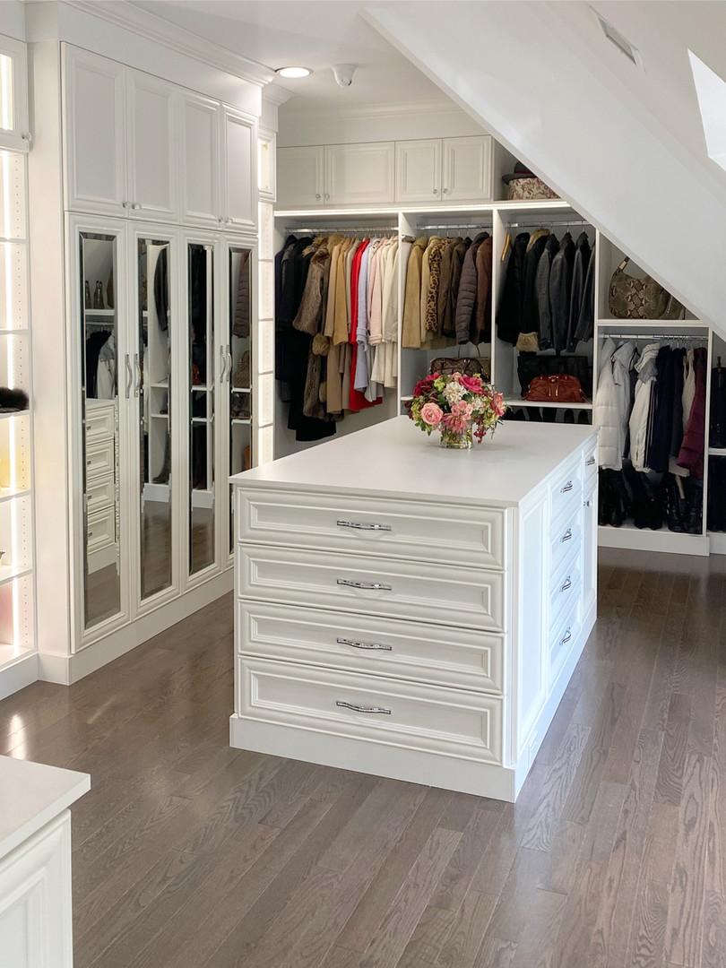White Walk-in