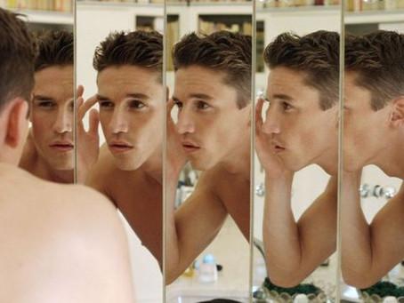 Por que muitos narcisistas na verdade se odeiam