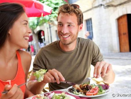 Vai viajar? Veja 8 dicas para não comprometer a dieta
