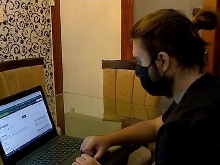 Jovem de SC cria projeto para ajudar pessoas cegas a terem informações sobre bula de remédios
