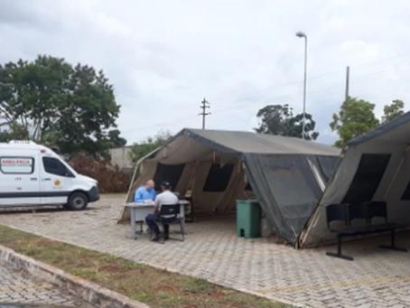 PMs do DF com Covid atendidos em tendas reclamam de falta de estrutura
