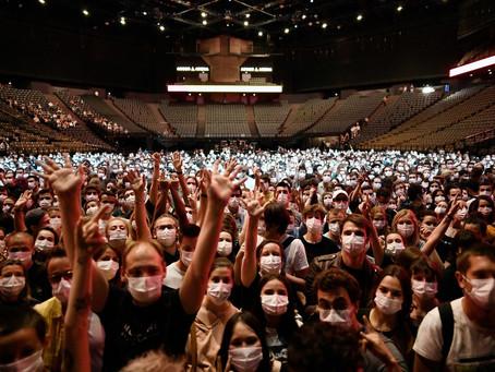 Paris tem show-teste com 5 mil pessoas sem distanciamento e com uso de máscaras obrigatório