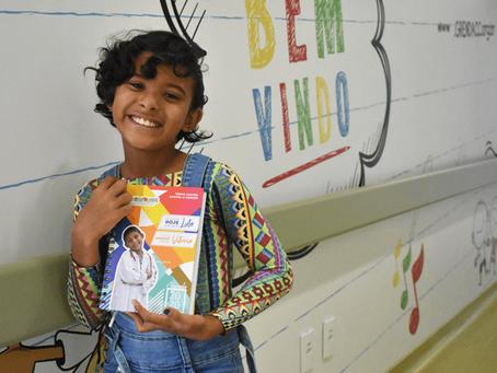 História de menina que venceu câncer é destaque em agenda de hospital para inspirar pacientes
