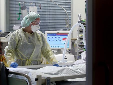 'Desligo os respiradores e os ajudo a morrer em paz': relatos de uma UTI com pacientes d