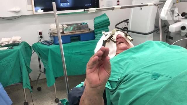 Veja os movimentos de Antônio Marques antes e depois da cirurgia de marcapasso cerebral